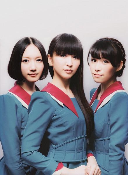 Tags: J-Pop, Perfume (Group), A-chan, Kashiyuka, Nocchi, Medium Hair, Gray Background, Skirt, Blue Shirt, Full Group, Trio, Three Girls