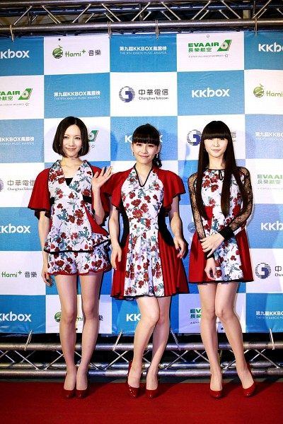 Tags: J-Pop, Perfume (Group), Kashiyuka, Nocchi, A-chan, Full Body, Checkered Background, High Heels, Red Dress, Hand On Arm, Matching Outfit, Floral Print