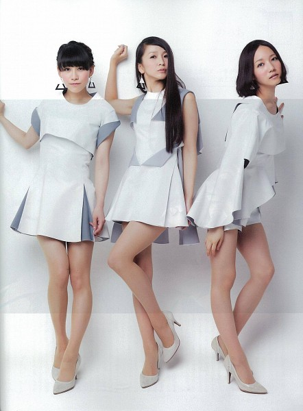 Tags: J-Pop, Perfume (Group), A-chan, Kashiyuka, Nocchi, Three Girls, Shorts, Bare Legs, White Dress, High Heels, Short Sleeves, Standing On One Leg