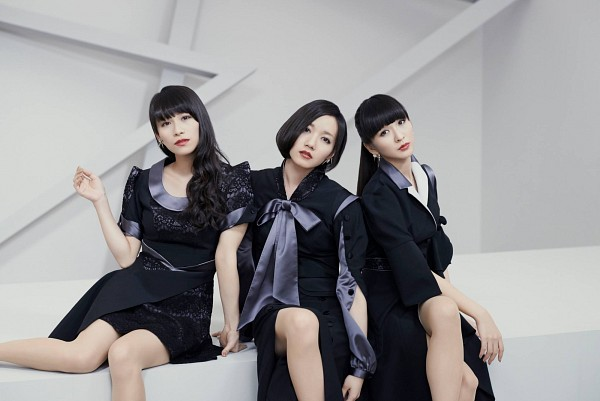 Tags: J-Pop, Perfume (Group), Kashiyuka, Nocchi, A-chan, Short Sleeves, Bare Legs, White Background, Black Eyes, Full Group, Trio, Black Outfit
