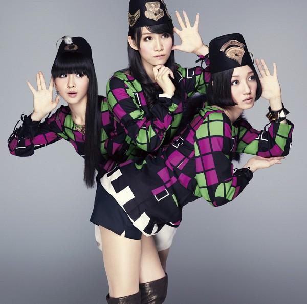 Tags: J-Pop, Perfume (Group), Kashiyuka, Nocchi, A-chan, Checkered, Knee Boots, Gray Background, Black Footwear, Looking Away, Checkered Jacket, Hat