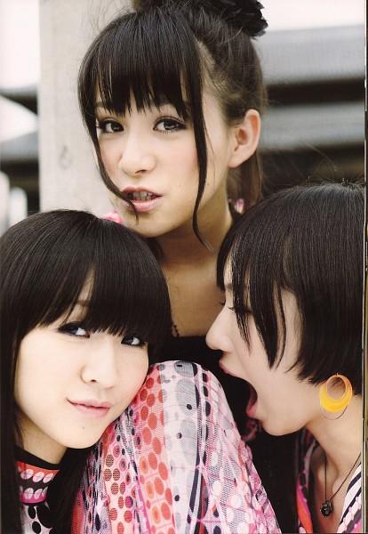 Tags: J-Pop, Perfume (Group), A-chan, Kashiyuka, Nocchi, Close Up, Three Girls, Trio, Single Bun, Wavy Hair, Hair Buns, Necklace
