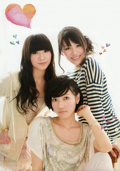 Tags: J-Pop, Perfume (Group), A-chan, Kashiyuka, Nocchi, White Jacket, Light Background, Three Girls, Sitting On Chair, White Pants, White Background, Medium Hair