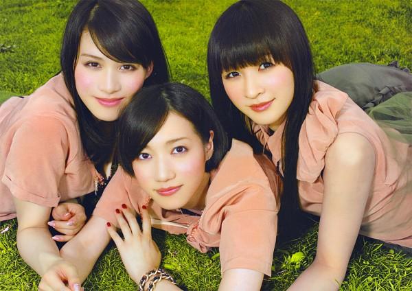 Tags: J-Pop, Perfume (Group), A-chan, Kashiyuka, Nocchi, Full Group, Medium Hair, Short Sleeves, Three Girls, Sleeveless, Nail Polish, Outdoors