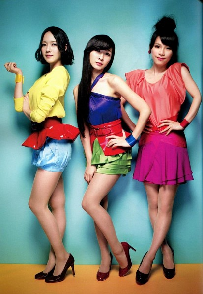 Tags: J-Pop, Perfume (Group), A-chan, Kashiyuka, Nocchi, Shorts, Red Shirt, Blue Skirt, Hair Up, Bare Legs, High Heels, Blue Background