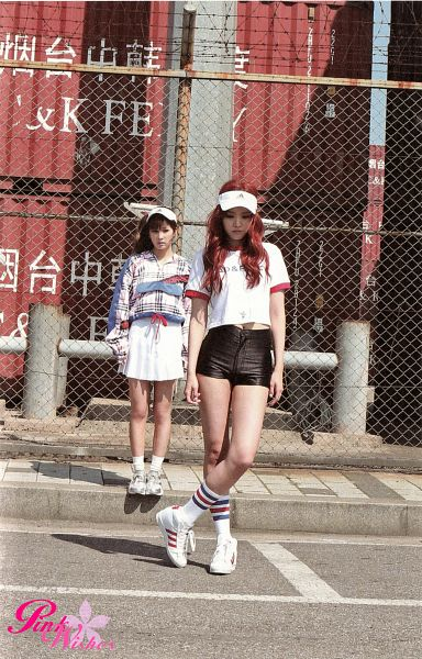 Tags: K-Pop, Apink, Son Na-eun, Park Cho-rong, Red Hair, Two Girls, Duo, Fence, Android/iPhone Wallpaper, Pink Memory