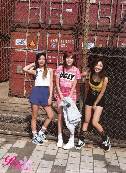 Tags: K-Pop, Apink, Jung Eun-ji, Oh Ha-young, Yoon Bo-mi, Trio, Fence, Three Girls, Android/iPhone Wallpaper, Pink Memory