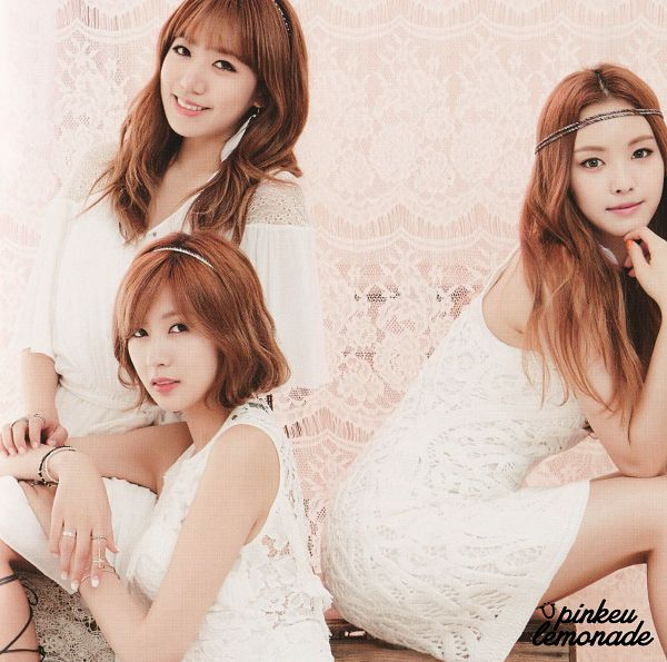 Tags: K-Pop, Apink, Kim Nam-joo, Oh Ha-young, Son Na-eun, Sitting, White Outfit, White Dress, Bent Knees, Earrings, Trio, Bracelet