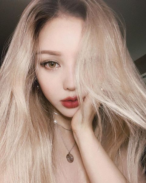 Tags: K-Pop, Pony, Necklace, Bare Shoulders, Red Lips