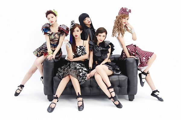 Tags: C-Pop, Popu Lady, Gossip Girls, Bao Er, Dayuan, Hongshi, Liu Yushan, Chen Tingxuan, White Background, Ballet Shoes, Couch, Black Outfit