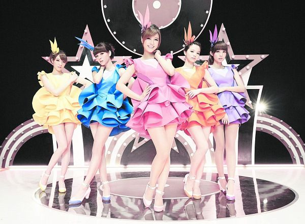 Tags: C-Pop, Popu Lady, Mama Gave Me a Guitar 2013, Chen Tingxuan, Bao Er, Dayuan, Hongshi, Liu Yushan, Blue Dress, Group, Pink Outfit, Orange Dress