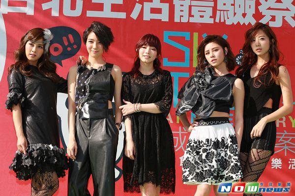 Tags: C-Pop, Popu Lady, Hongshi, Liu Yushan, Chen Tingxuan, Bao Er, Dayuan, Five Girls, Quintet, Full Group, Group, Chinese Text