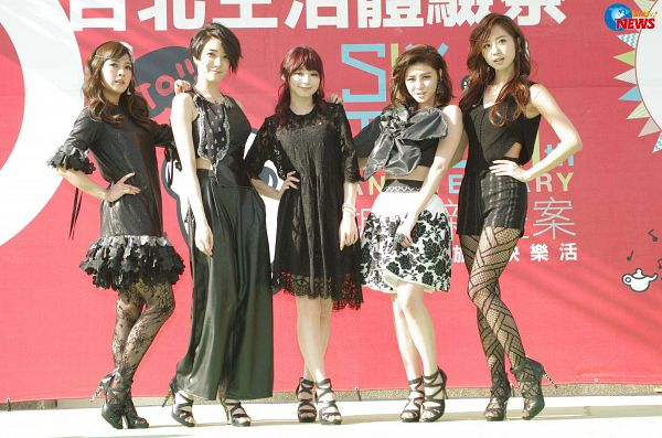 Tags: C-Pop, Popu Lady, Bao Er, Dayuan, Hongshi, Liu Yushan, Chen Tingxuan, Quintet, Full Group, Full Body, Chinese Text, Stage