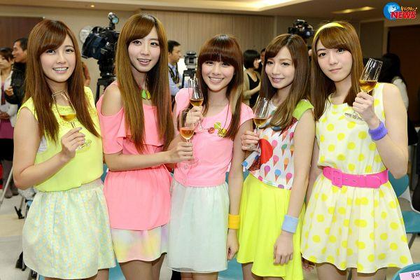 Tags: C-Pop, Popu Lady, Dayuan, Hongshi, Liu Yushan, Chen Tingxuan, Bao Er, Cup, Wine, Full Group, Spotted, Glass (Cup)