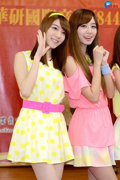 Tags: C-Pop, Popu Lady, Chen Tingxuan, Hongshi, Belt, Spotted Dress, Wristband, Two Girls, Duo, Pink Shirt, Android/iPhone Wallpaper