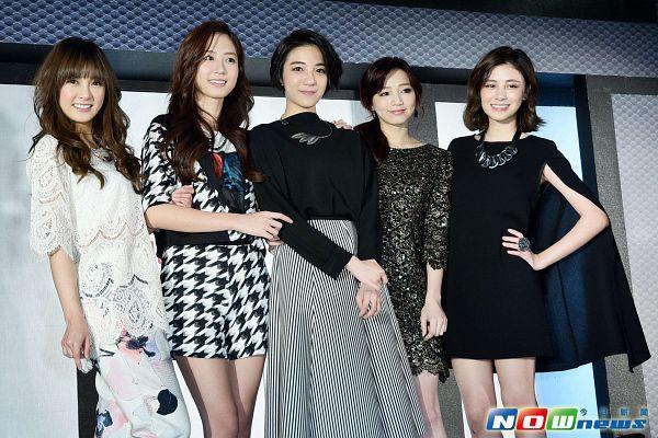 Tags: C-Pop, Popu Lady, Bao Er, Dayuan, Hongshi, Liu Yushan, Chen Tingxuan, Black Dress, Group, Five Girls, Skirt, Black Outfit