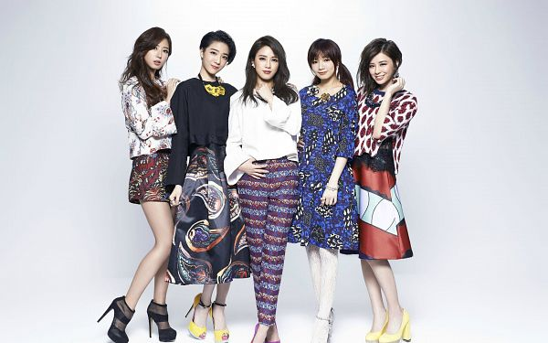 Tags: C-Pop, Popu Lady, Bao Er, Dayuan, Hongshi, Liu Yushan, Chen Tingxuan, Light Background, Full Group, White Background, Group, Five Girls