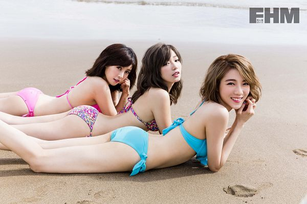 Tags: C-Pop, Popu Lady, Chen Tingxuan, Bao Er, Dayuan, Laying Down, Three Girls, Swimsuit, Beach, Bikini, Laying On Stomach, Suggestive