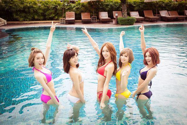 Tags: C-Pop, Popu Lady, Bao Er, Dayuan, Hongshi, Liu Yushan, Chen Tingxuan, Water, Swimming Pool, Bikini, Full Group, Swimsuit