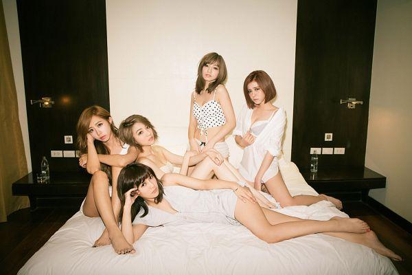 Tags: C-Pop, Popu Lady, Dayuan, Hongshi, Liu Yushan, Chen Tingxuan, Bao Er, Laying Down, Laying On Side, On Bed, Lingerie, Bra