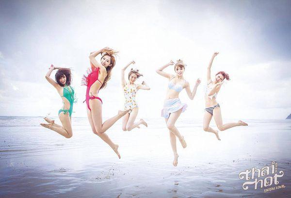 Tags: C-Pop, Popu Lady, Chen Tingxuan, Bao Er, Dayuan, Hongshi, Liu Yushan, Group, Jumping, Water, Sea, Five Girls