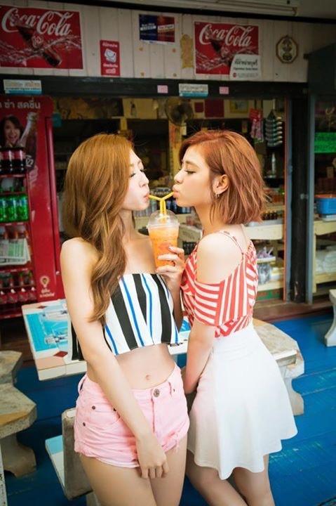 Tags: C-Pop, Popu Lady, Liu Yushan, Hongshi, Pink Shorts, Shorts, Drinking, Skirt, White Skirt, Suggestive, Two Girls, Drinks