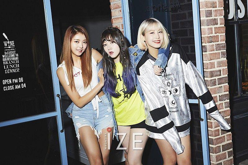 Tags: K-Pop, Pristin, Kyla Massie, Gyeongwon, Im Nayoung, Black Shorts, Sleeveless Shirt, Window, Arm Around Shoulder, Door, Denim Shorts, Silver Shirt