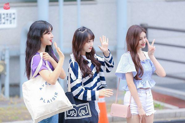 Tags: K-Pop, Television Show, Everglow, IZ*ONE, Wang Yiren, Kim Sihyeon, Choi Yena, Mnet, Produce 48