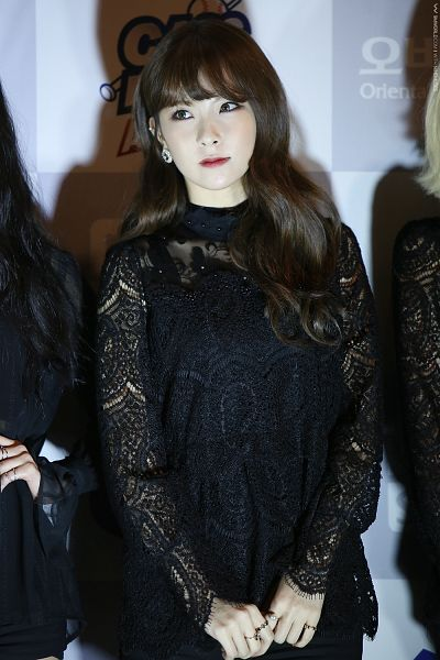 Tags: K-Pop, Nine Muses, Pyo Hyemi, Looking Away, Black Outfit, Gray Eyes, Black Dress, Android/iPhone Wallpaper