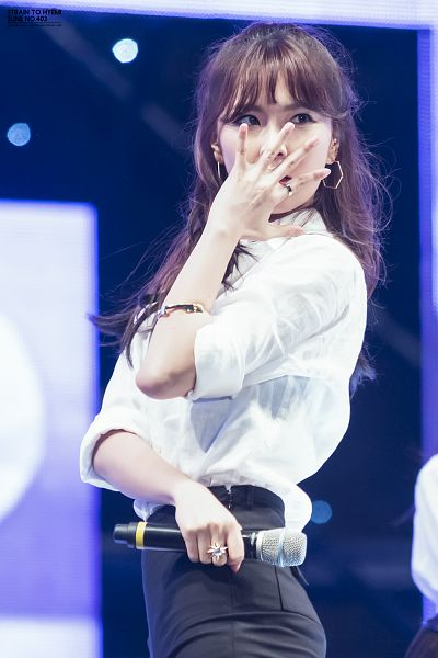 Tags: K-Pop, Nine Muses, Pyo Hyemi, Black Shorts, Looking Away, Shorts, Covering Mouth, Android/iPhone Wallpaper