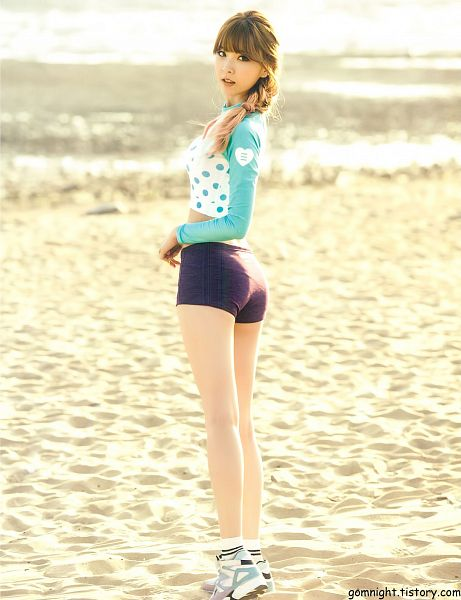 Tags: K-Pop, Nine Muses, Pyo Hyemi, Socks, Sneakers, Shorts, Spotted Shirt, Looking Back, Beach, White Footwear, Midriff, Spotted