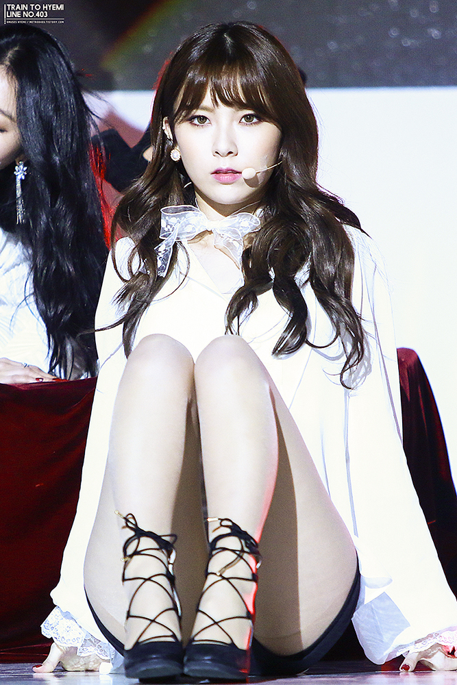 Tags: K-Pop, Nine Muses, Pyo Hyemi, Black Footwear, High Heels, Black Shorts, Looking Ahead, Sitting On Ground, Shorts