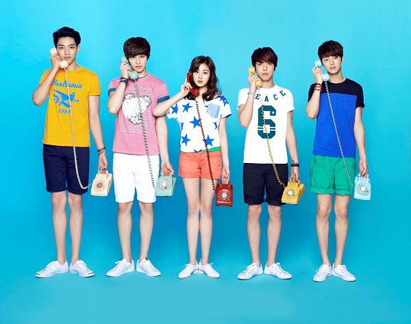 Tags: K-Pop, CNBLUE, Lee Jong-hyun, Jung Yong-hwa, Kang Sora, Kang Min-hyuk, Lee Jung-shin, Quintet, Group, Phone