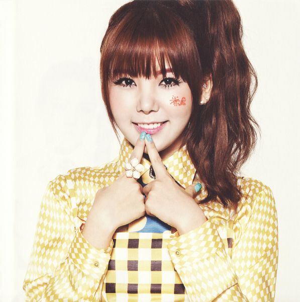 Tags: K-Pop, Orange Caramel, After School, Lipstick (Orange Caramel), Raina, Tie, Yellow Outfit, Blunt Bangs, Ponytail, Checkered Shirt, Light Background, Finger To Lips