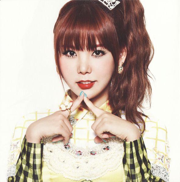 Tags: K-Pop, Orange Caramel, After School, Lipstick (Orange Caramel), Raina, Tie, Yellow Outfit, Blunt Bangs, Red Lips, Ponytail, Checkered Shirt, Light Background