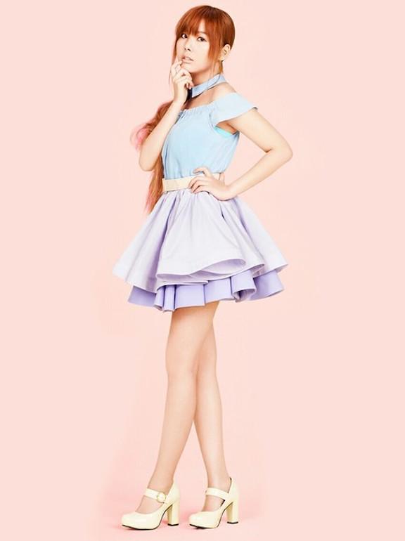 Tags: K-Pop, Orange Caramel, After School, Raina, Yellow Footwear, Pink Background