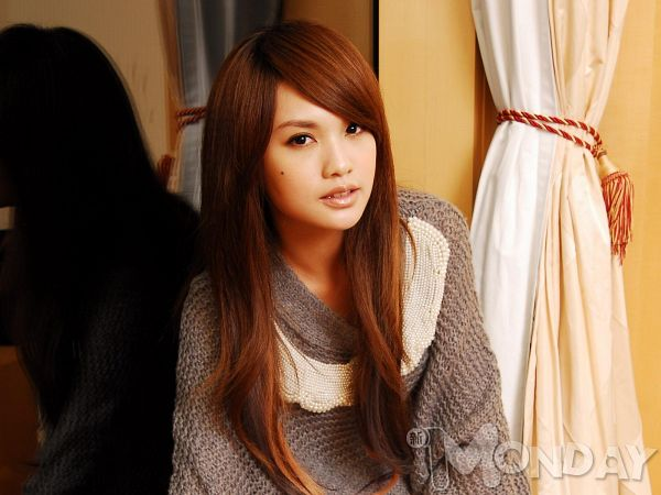 Tags: C-Pop, Rainie Yang, Sweater, Wallpaper