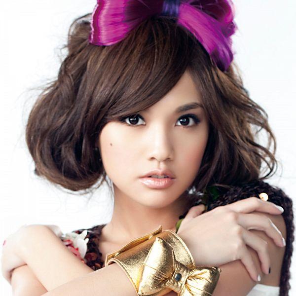 Tags: C-Pop, Rainie Yang, Bow