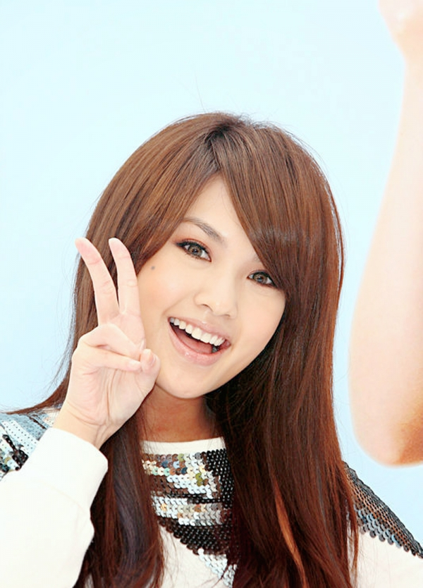 Tags: C-Pop, Rainie Yang, V Gesture