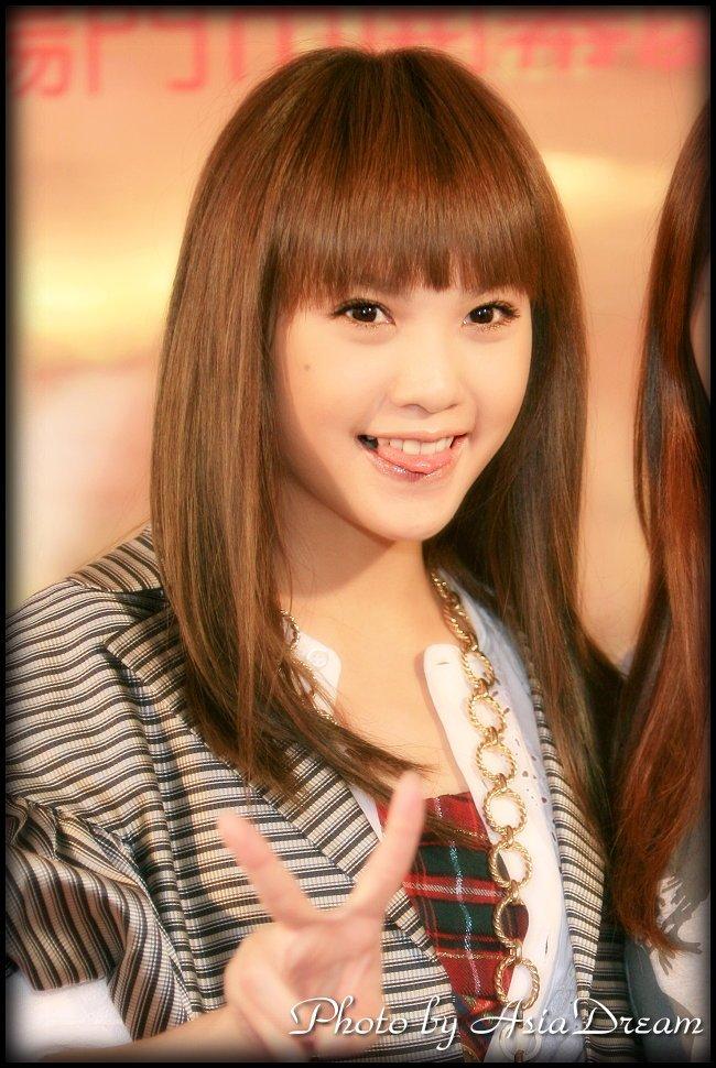 Tags: C-Pop, Rainie Yang, Tongue