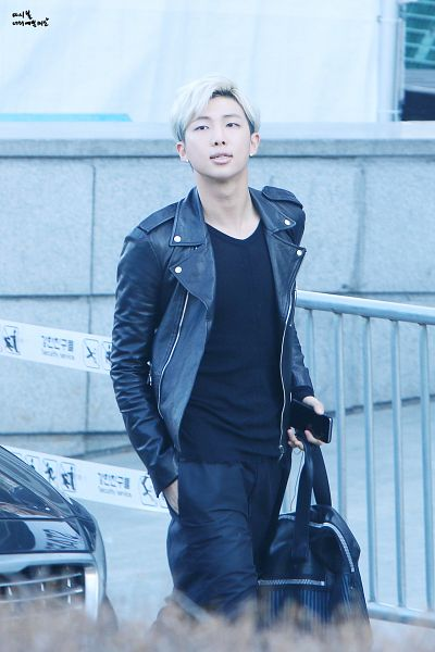 Tags: K-Pop, Bangtan Boys, Rap Monster, Smartphone, Black Shirt, Hand In Pocket, Black Outerwear, Leather Jacket, Bag, Walking, Phone, Black Eyes
