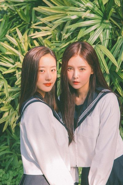 Tags: K-Pop, Real Girls Project, Lee Jeewon, Cha Jiseul, Sailor Collar, Tree, Two Girls, Black Eyes, Duo, Collar (Clothes), School Uniform, Palm Tree