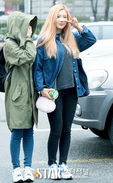 Tags: K-Pop, SM Town, Red Velvet, Joy, Wendy, Blonde Hair, Duo, Android/iPhone Wallpaper