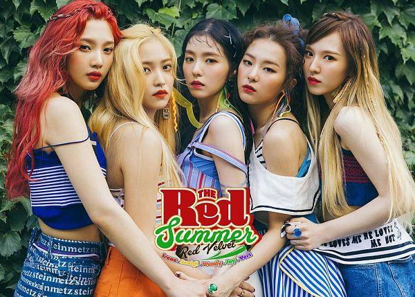 Tags: SM Town, K-Pop, Red Velvet, Joy, Wendy, Kang Seul-gi, Irene, Yeri, Group, Full Group, Hug, Text: Company Name