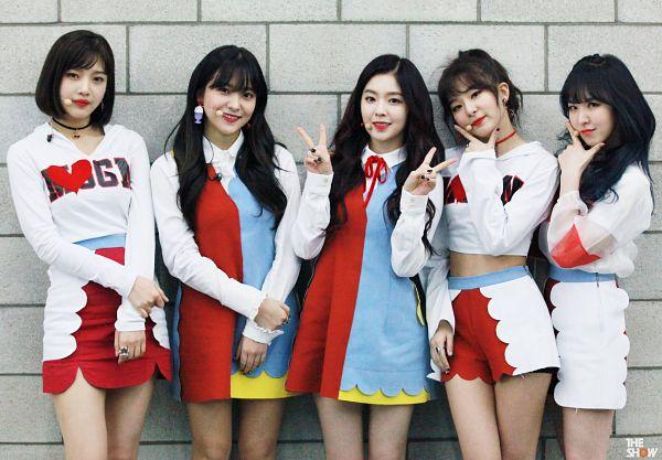 Tags: SM Town, Television Show, K-Pop, Red Velvet, Kang Seul-gi, Irene, Yeri, Joy, Wendy, Quintet, Red Lips, Group