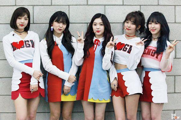 Tags: SM Town, K-Pop, Television Show, Red Velvet, Joy, Wendy, Kang Seul-gi, Irene, Yeri, Ponytail, Choker, Ring