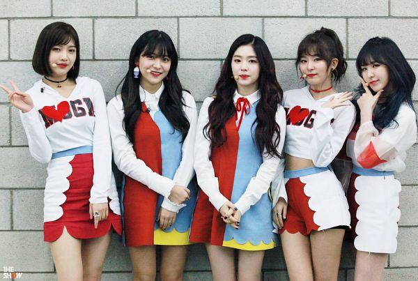 Tags: SM Town, Television Show, K-Pop, Red Velvet, Wendy, Kang Seul-gi, Irene, Yeri, Joy, Choker, Ring, Multi-colored Dress