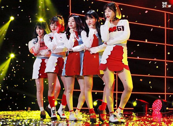 Tags: SM Town, K-Pop, Television Show, Red Velvet, Joy, Wendy, Kang Seul-gi, Irene, Yeri, Black Footwear, Skirt, Multi-colored Dress