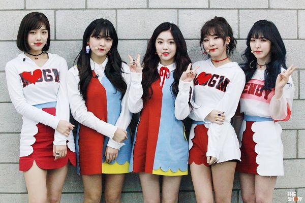 Tags: SM Town, K-Pop, Television Show, Red Velvet, Irene, Yeri, Joy, Wendy, Kang Seul-gi, Shorts, Backstage, Blunt Bangs