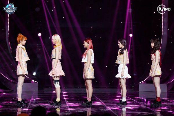 Tags: SM Town, Television Show, K-Pop, Red Velvet, Kang Seul-gi, Irene, Yeri, Joy, Wendy, White Skirt, Multi-colored Shirt, Red Hair